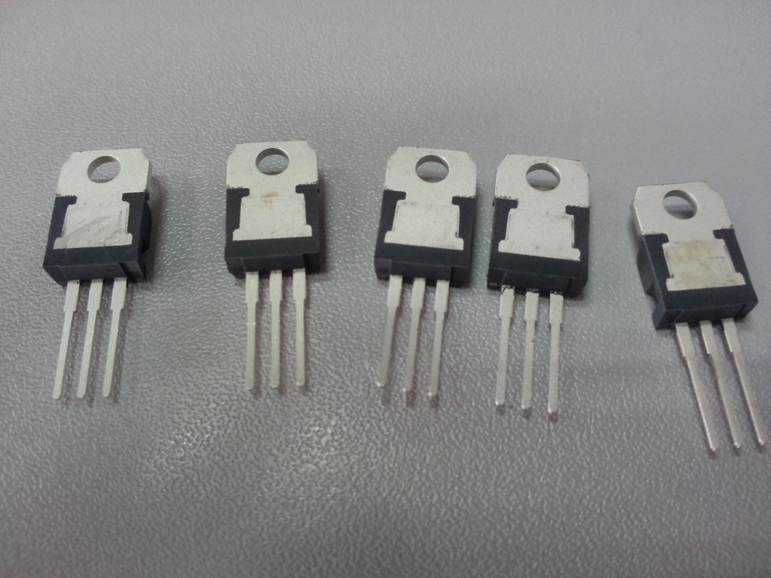 稳压芯片 l7915cv