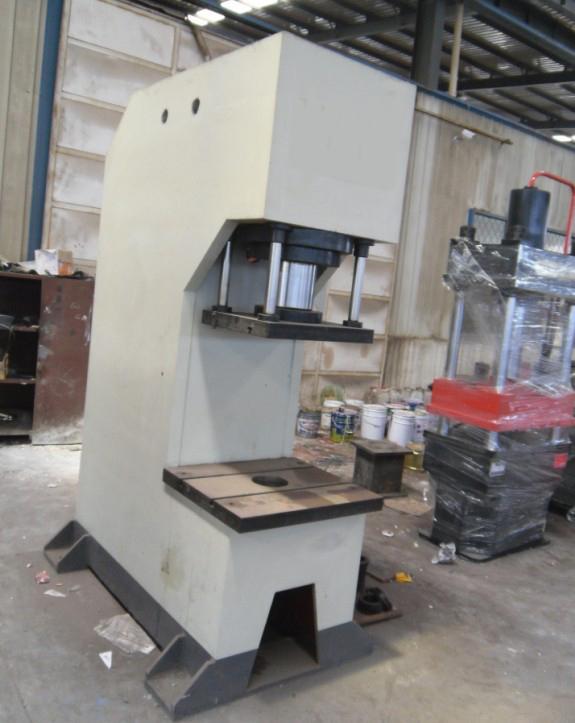 100t单柱液压机_龙门框架式液压机图片
